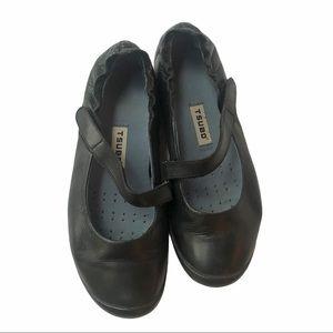 Tsubo black leather strap flats size 7